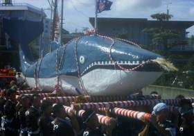 海女の町・三重県で伝説に基づく「相差天王くじら祭り」開催! くじらが入水