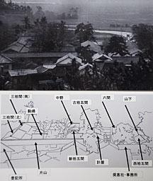 発見された橋津藩倉の全景写真(上)と、佐々木会長が作成した建物の名称と配置図。倉の名称は一部に未確定のものがある。登記所と奨恵社事務所は明治時代に建てられた / 日本海新聞