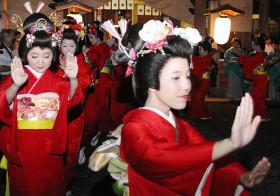 島田まげ 良縁の予感 安宅祭り「奉納踊り」 / 石川
