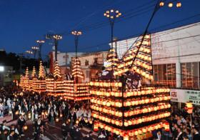 揺らめく灯、城下町包む 二本松提灯祭り開幕 / 福島