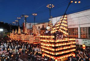 城下町に伝統の灯が揺らめき、開幕した二本松の提灯祭り / 福島民報