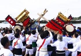 屋台激しくぶつかり合い 勇ましく「印南祭」 / 和歌山