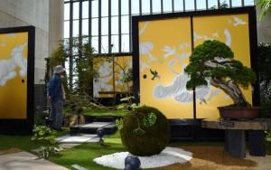 躍動感あふれるふすま絵と盆栽の競演が楽しめる庭園=淡路市、奇跡の星の植物館 / 神戸新聞NEXT