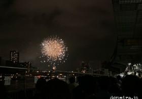 約959,000人 と 隅田川花火大会
